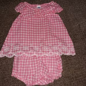 Adorable old navy size 6 to 9 month outfit